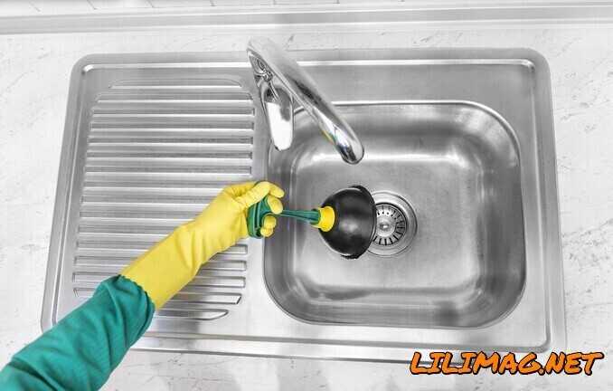 باز کردن سينک ظرفشویی با چاه بازکن یا لوله بازکن دستی