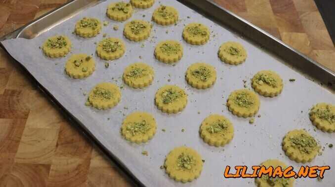 پخت شیرینی نخودچی در فر