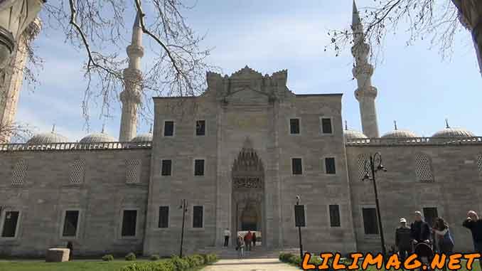برترین دیدنی های استانبول را بشناسید، مسجد سلیمانیه استانبول، مزار خرم سلطان و همسرش (Suleymaniye Mosque)