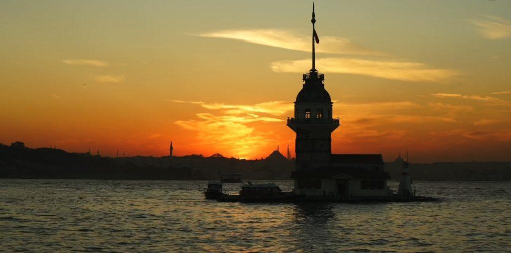اسکودار یا برج دختر استانبول از افسانهایترین جاهای دیدنی استانبول (Üsküdar)