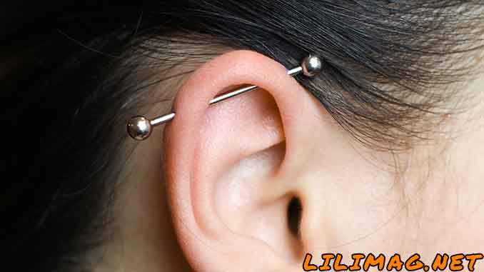 مدل پیرسینگ گوش صنعتی یا داربستی (Scaffold/Industrial Piercing)