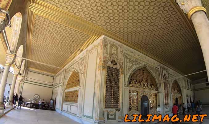 حیاط دوم کاخ توپکاپی استانبول