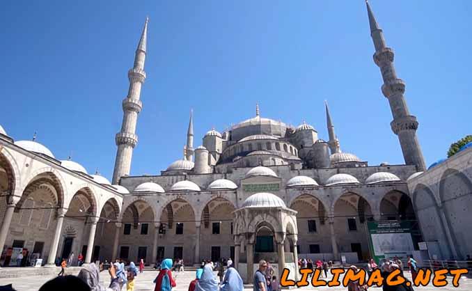 حیاط مسجد آبی استانبول
