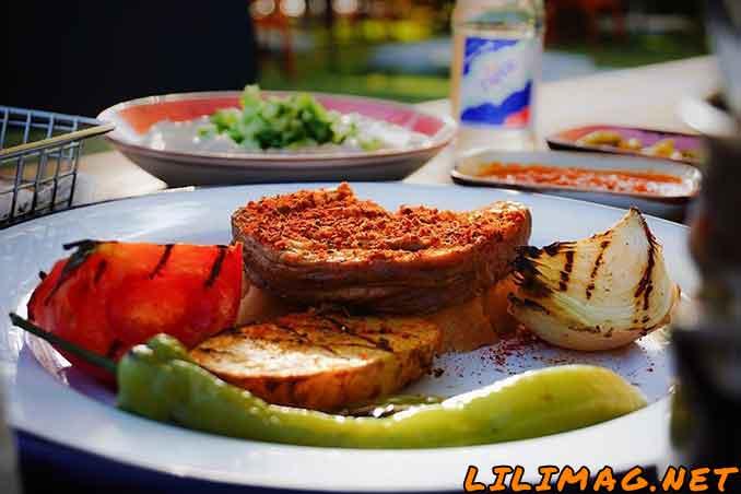 رستوران تزگه سوکاک؛ از بهترین رستوران های ارزان آنتالیا نزدیک تراسیتی